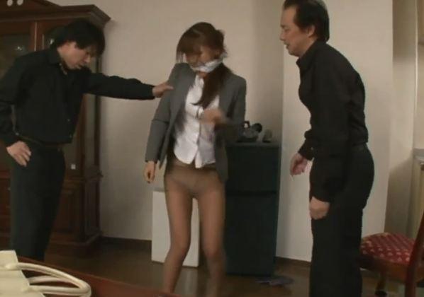 Em nhân viên bị cưỡng bức trong nhà