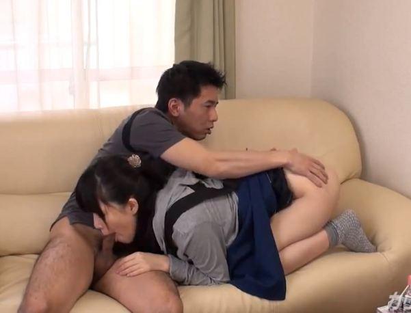 Bắt gặp em gái đang xem phim sex