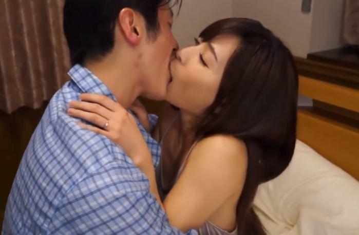 Sex tâm lý mút lưỡi nhau cực ghiền