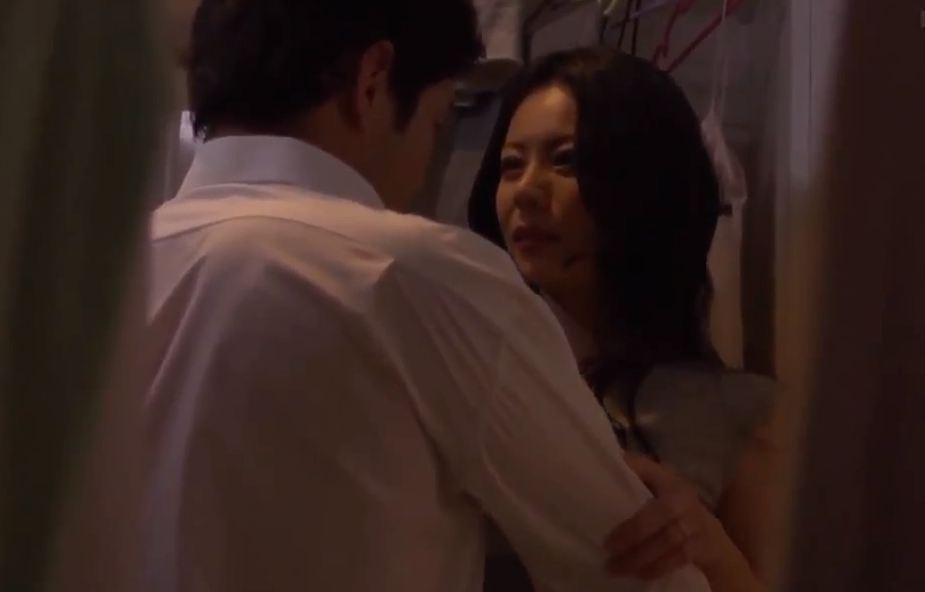Phim Sex Chị Dâu Kích Dục Em Chồng