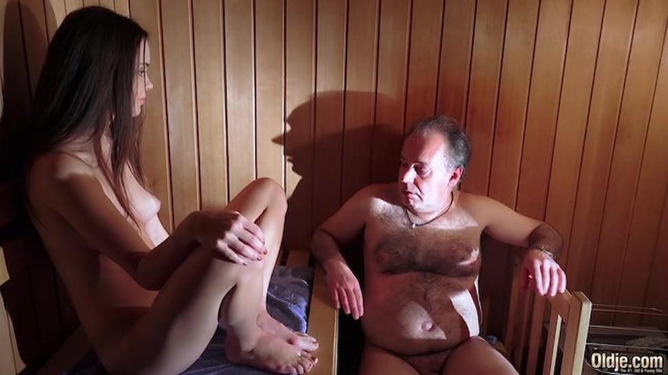 Lần đầu đi massage của ông già khó tính