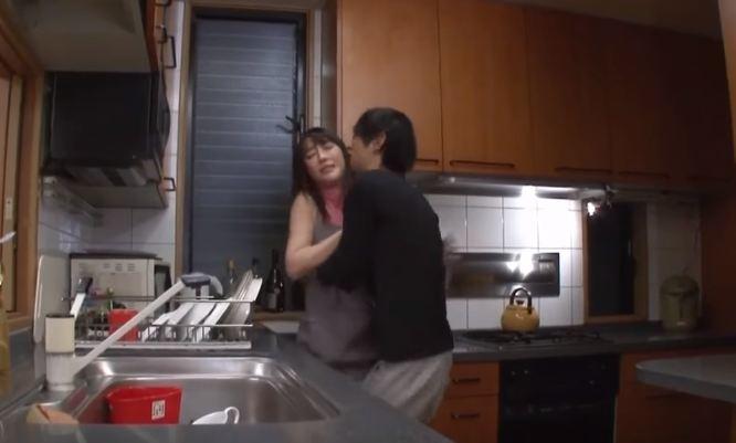 Em chồng cưỡng hiếp chị dâu
