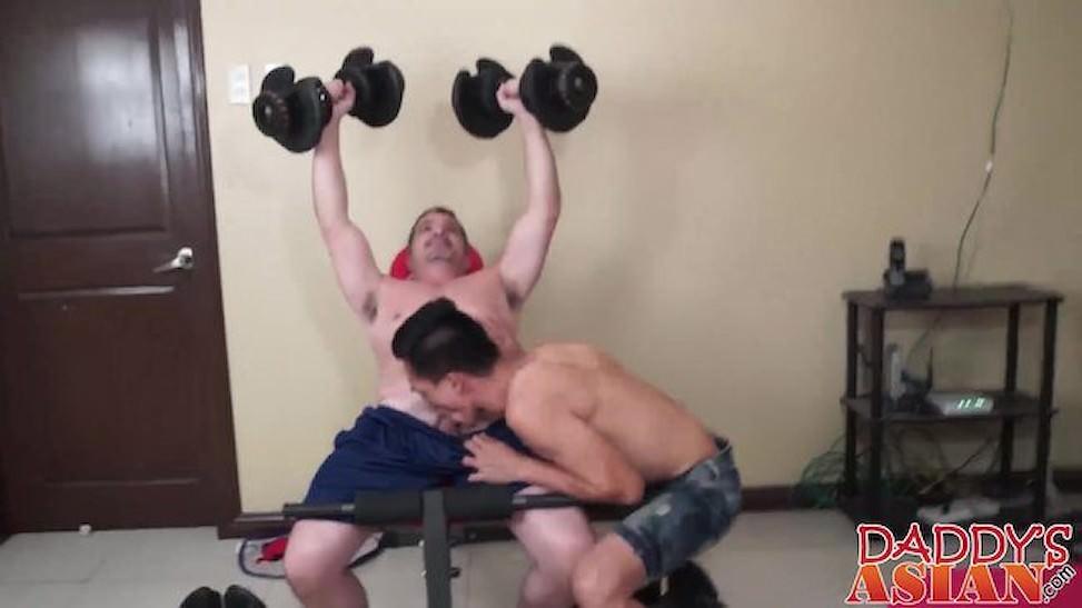 Gay phòng tập thể hình