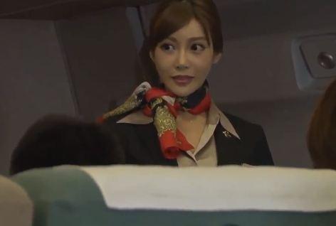 Nữ tiếp viên hàng không dáng dẹp
