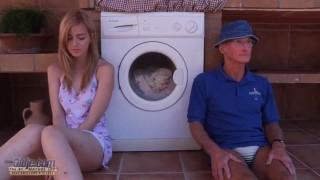 Ông nội địt lồn cháu gái chưa có lông