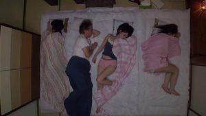 Bố dượng và các cô con gái dâm của vợ