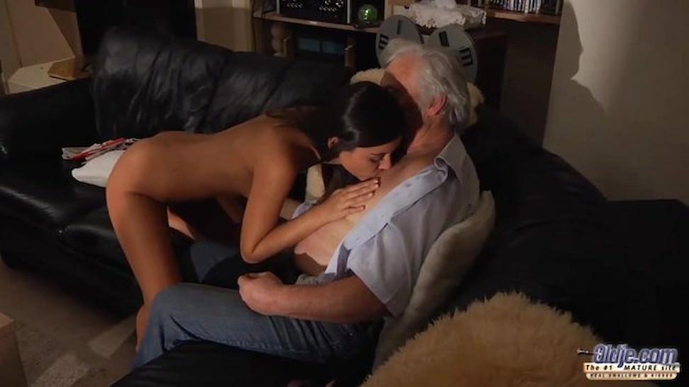 Cháu gái loạn luân với ông nội cặc dài