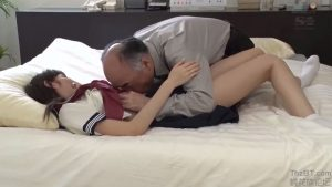 Thầy giáo hiệu trưởng già còn ham đụ nữ sinh trong nhà nghỉ