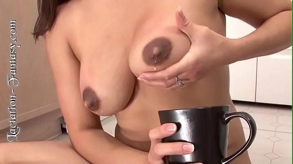 Gái một con bóp vú chảy sữa