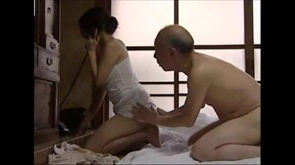 Bố già địt con dâu xinh đẹp và dâm