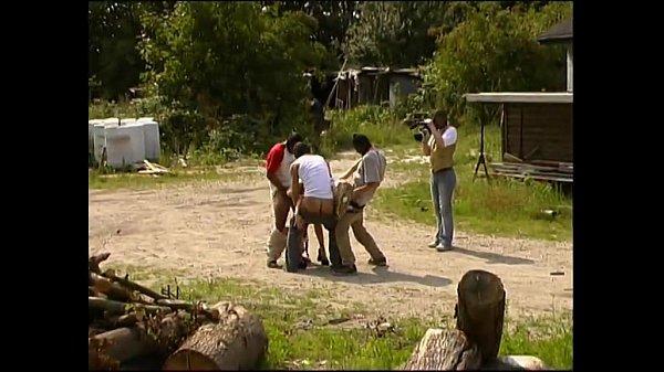 Bị trai làng hiếp dâm rồi quay phim xếch