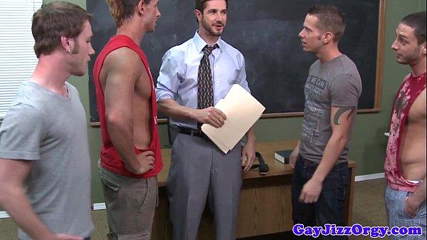 Hiếp dâm tập thể thầy giáo đồng tính