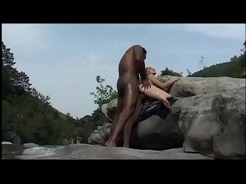Sex người rừng đụ gái phượt
