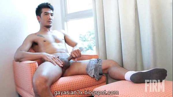 Sex gay trai đẹp sáu múi ngồi sục cu