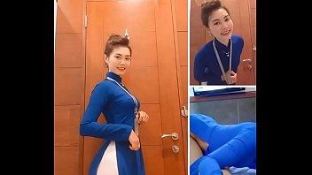 Đụ em tiếp viên hàng không dâm đãng áo dài xanh