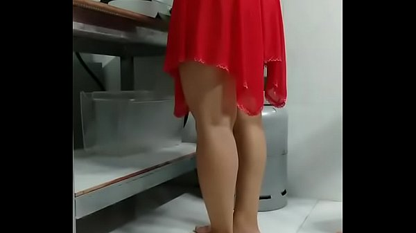 Em vợ mặc váy mà không mặc quần lót
