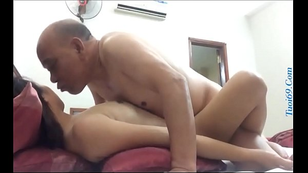 Ông già ngoại tình gái trẻ 18